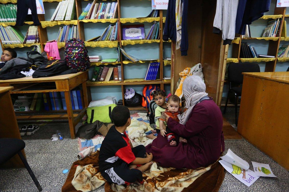 Filistinliler, İsrail bombalarından korunmak için okullara sığındı #3