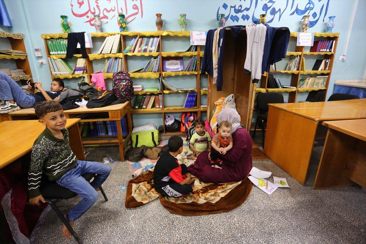 Filistinliler, İsrail bombalarından korunmak için okullara sığındı #7