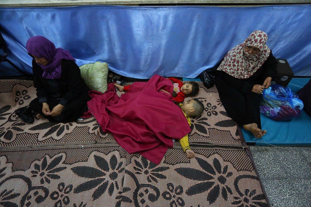 Filistinliler, İsrail bombalarından korunmak için okullara sığındı #4