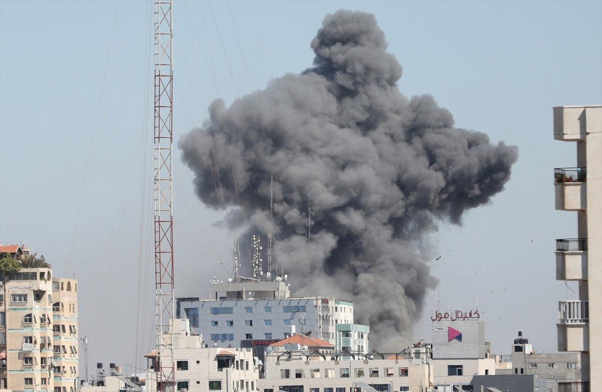 İsrail, Gazze de medya binasını vurdu #5