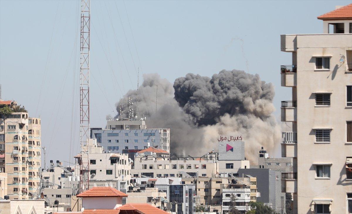 İsrail, Gazze de medya binasını vurdu #4