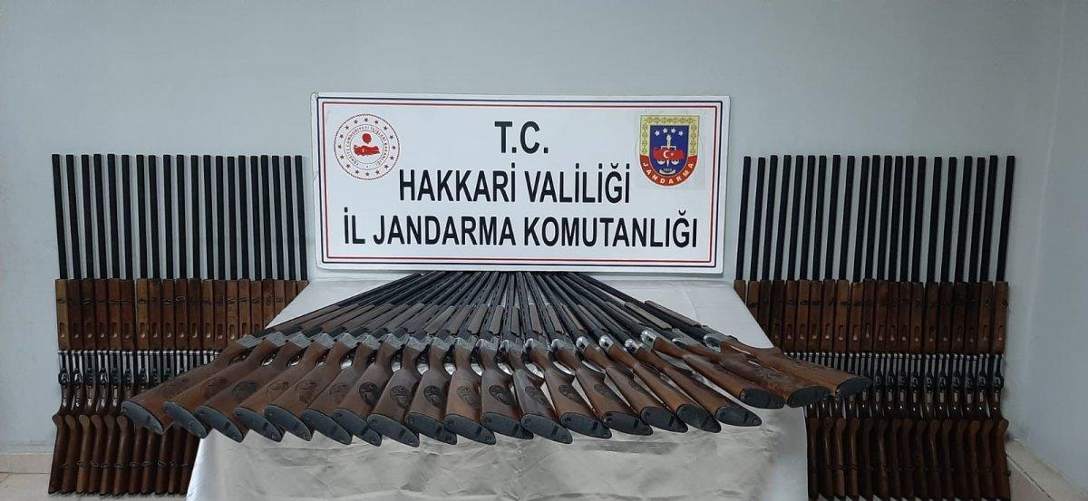 Yüksekova da 100 adet av tüfeği ele geçirildi #1