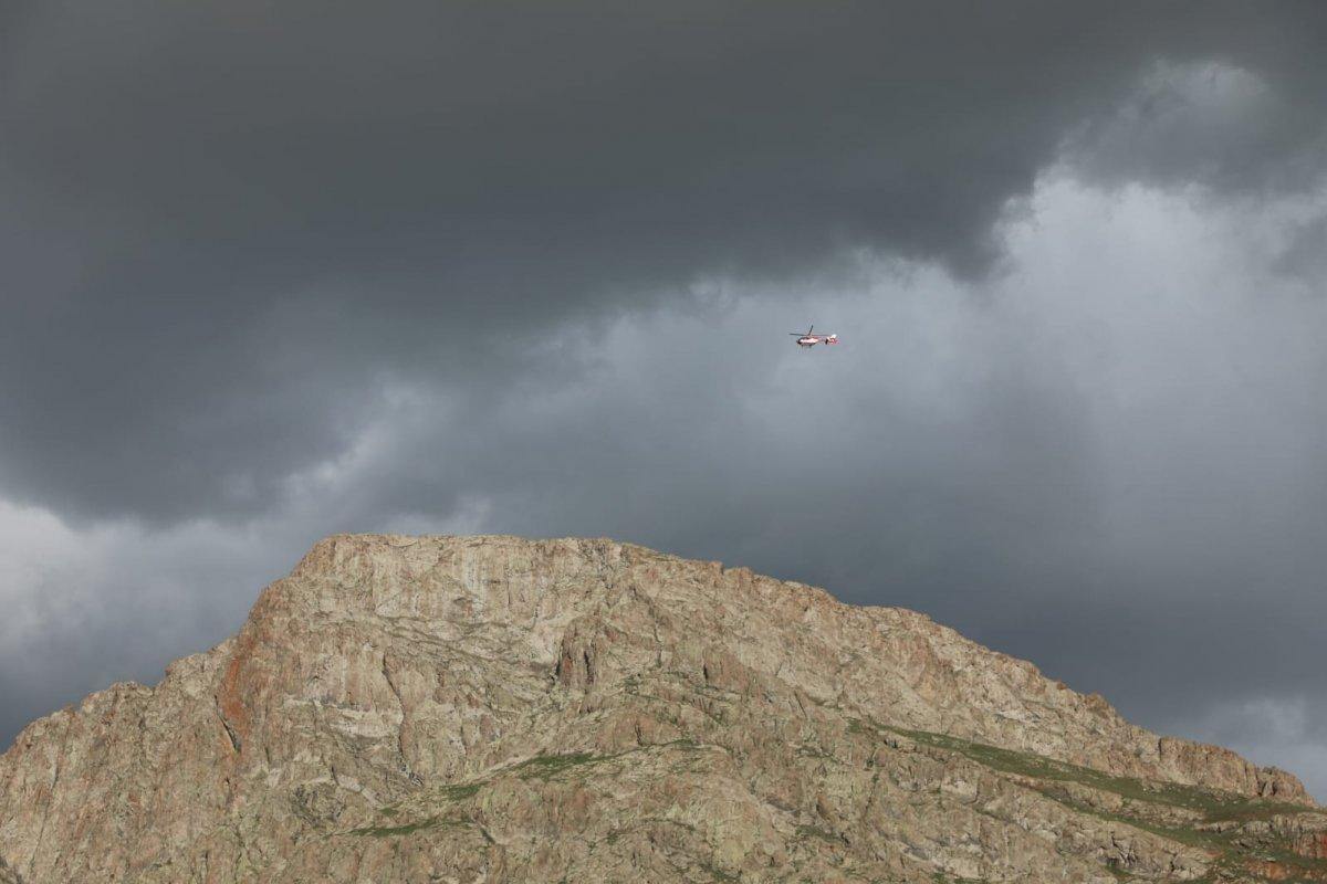 Van Erek Dağında yaralanan çocuk için ambulans helikopter devreye sokuldu #1