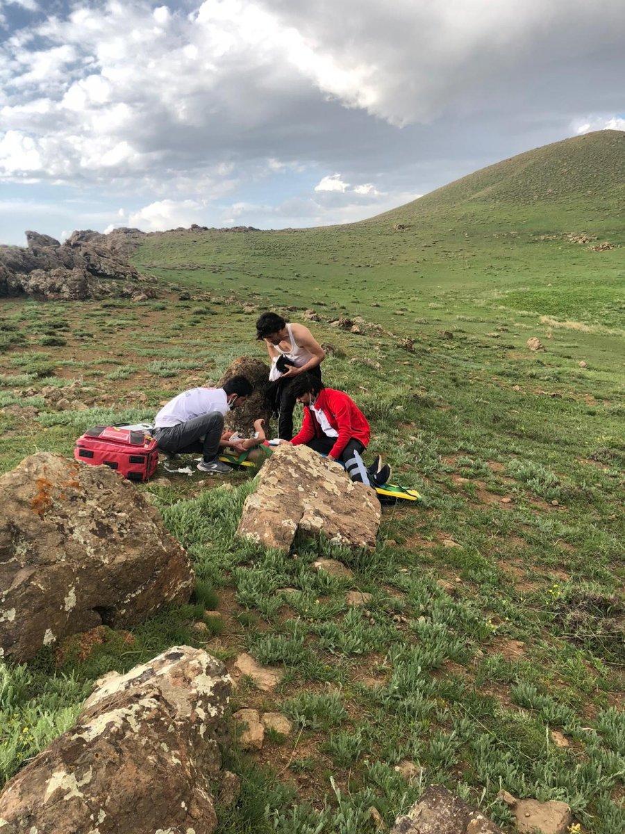 Van Erek Dağında yaralanan çocuk için ambulans helikopter devreye sokuldu #2