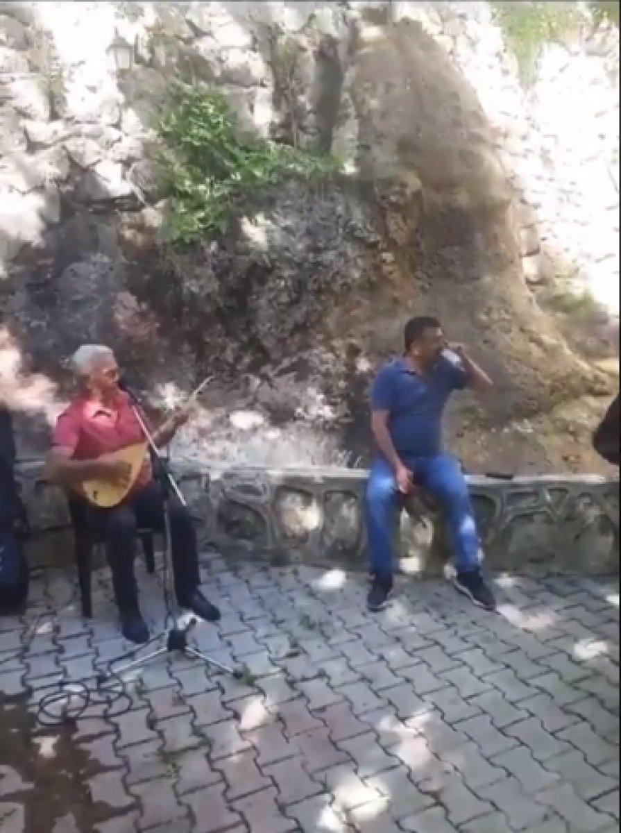CHP li Veli Ağbaba, sokağa çıkma yasağında alem yaptı #2