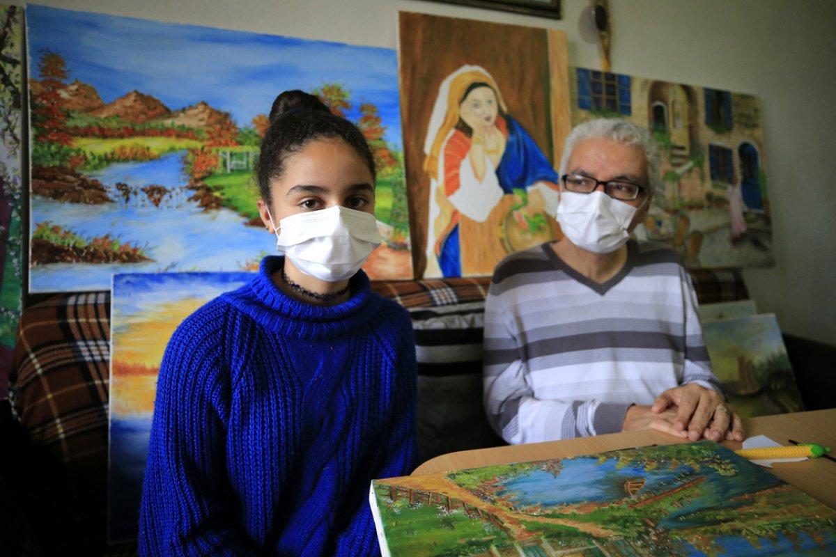 Suriyeli engelli hat ustası ve ressam tablolarını satarak ailesini geçindiriyor #2