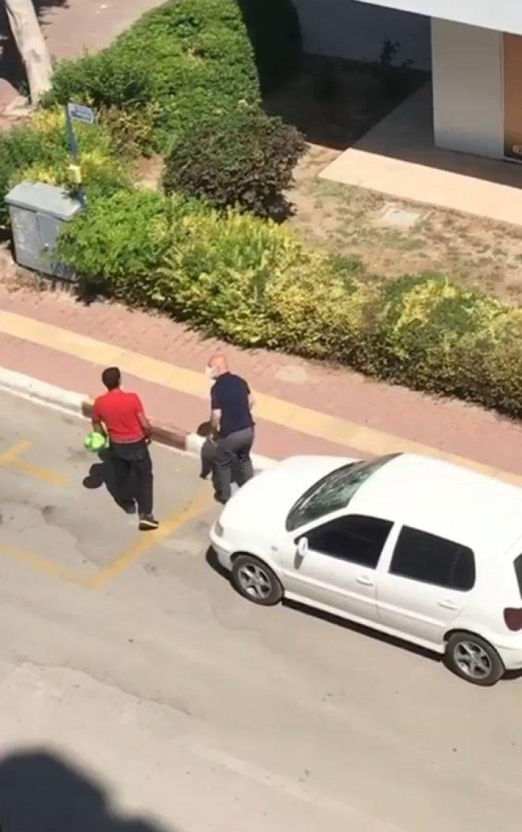 Antalya da parke taşıyla otomobile saldırdı #3