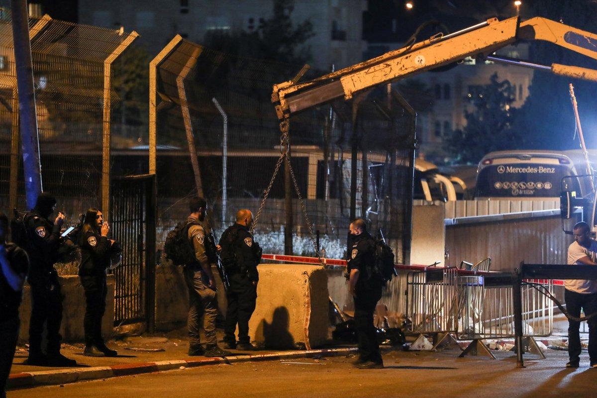 İsrail askerleri Şeyh Cerrah girişine beton bloklar koydu  #2