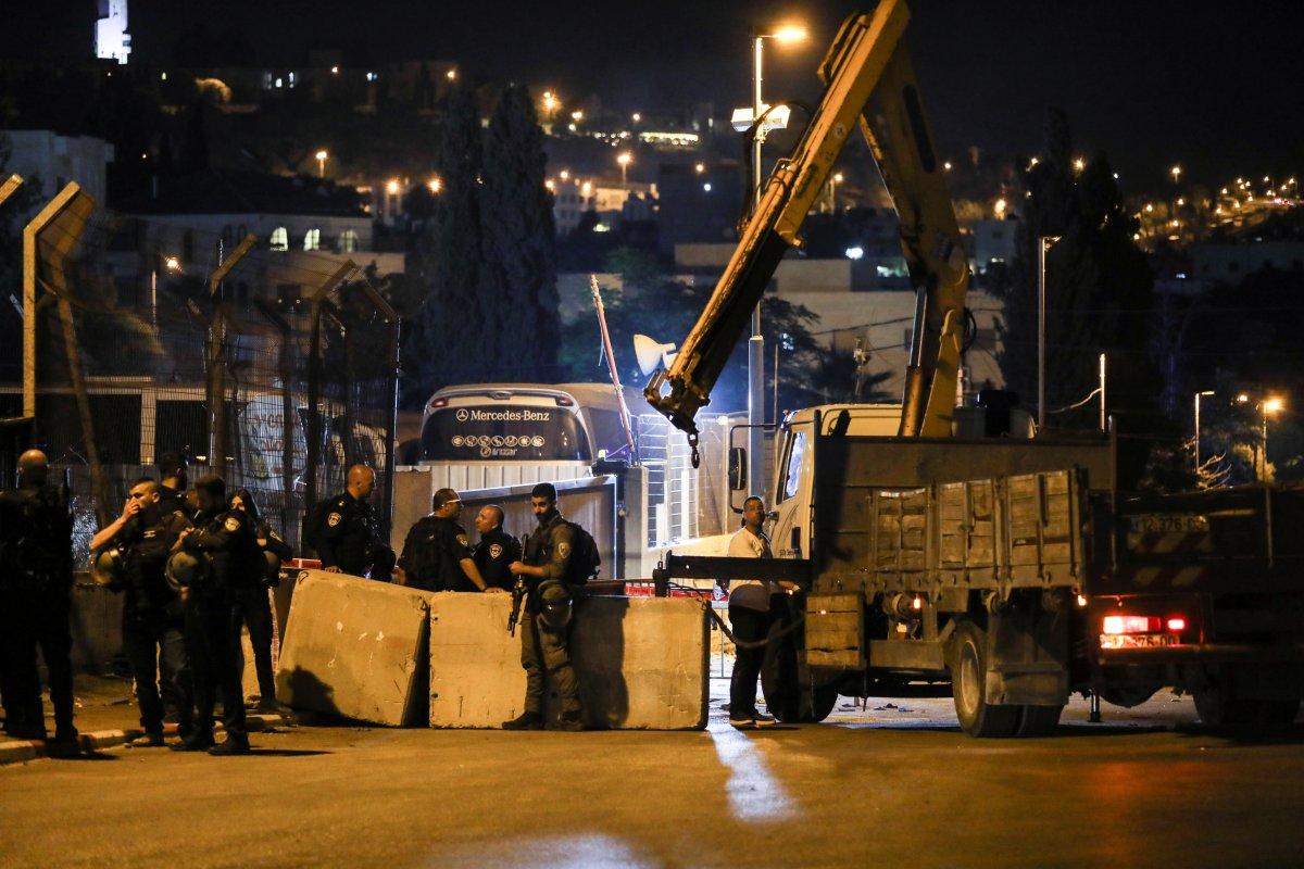 İsrail askerleri Şeyh Cerrah girişine beton bloklar koydu  #1