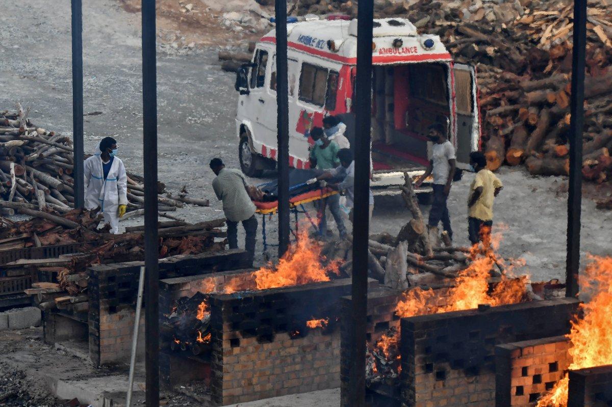 Hindistan da 4 bin 329 can kaybıyla en yüksek korona ölümü yaşandı #3