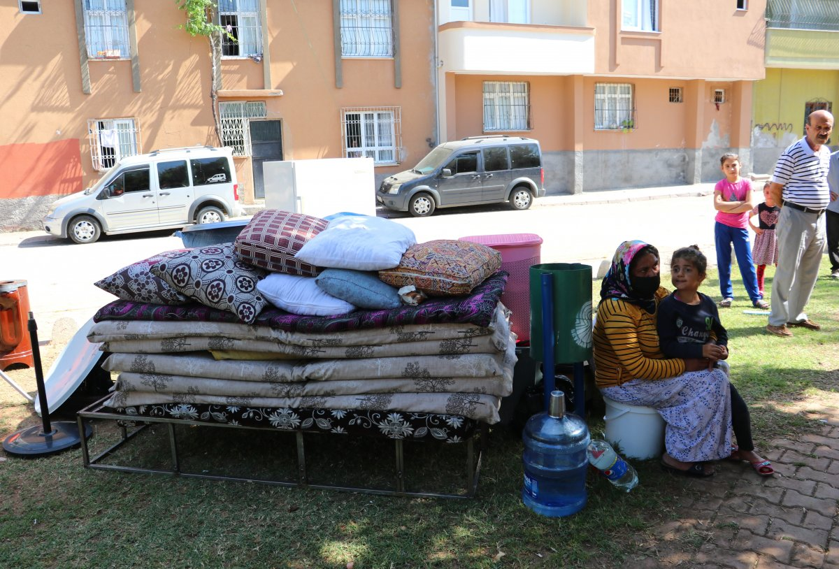 Adana'da kirasını ödeyemeyen kadın, 4 çocukla sokakta kaldı  #3