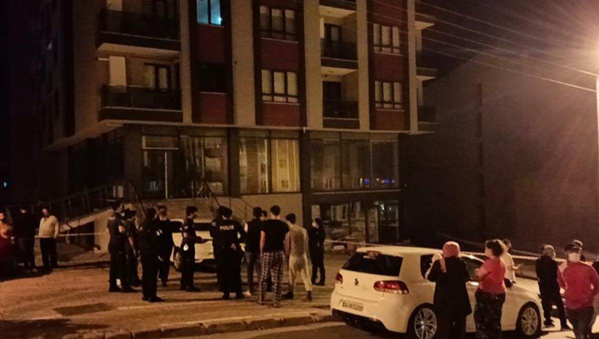 Kocaeli'de inşaat alanında toprak kaydı, 5 katlı bina boşaltıldı #3