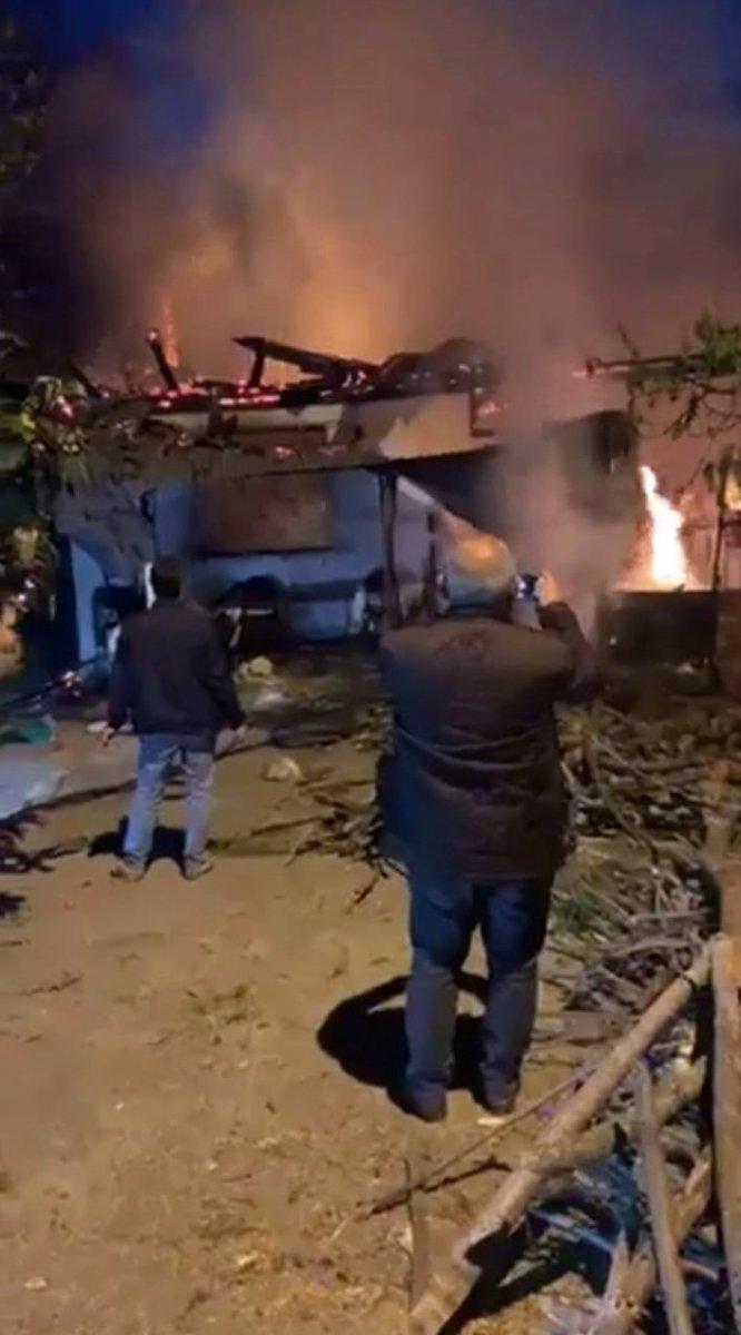 Trabzon da yanan ev küle döndü #2
