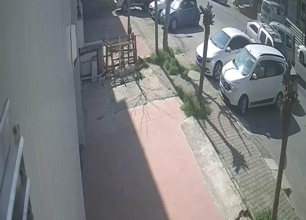 Ataşehir'de ilginç kaza: Yol vermedi, diğer araçlara çaptı #2