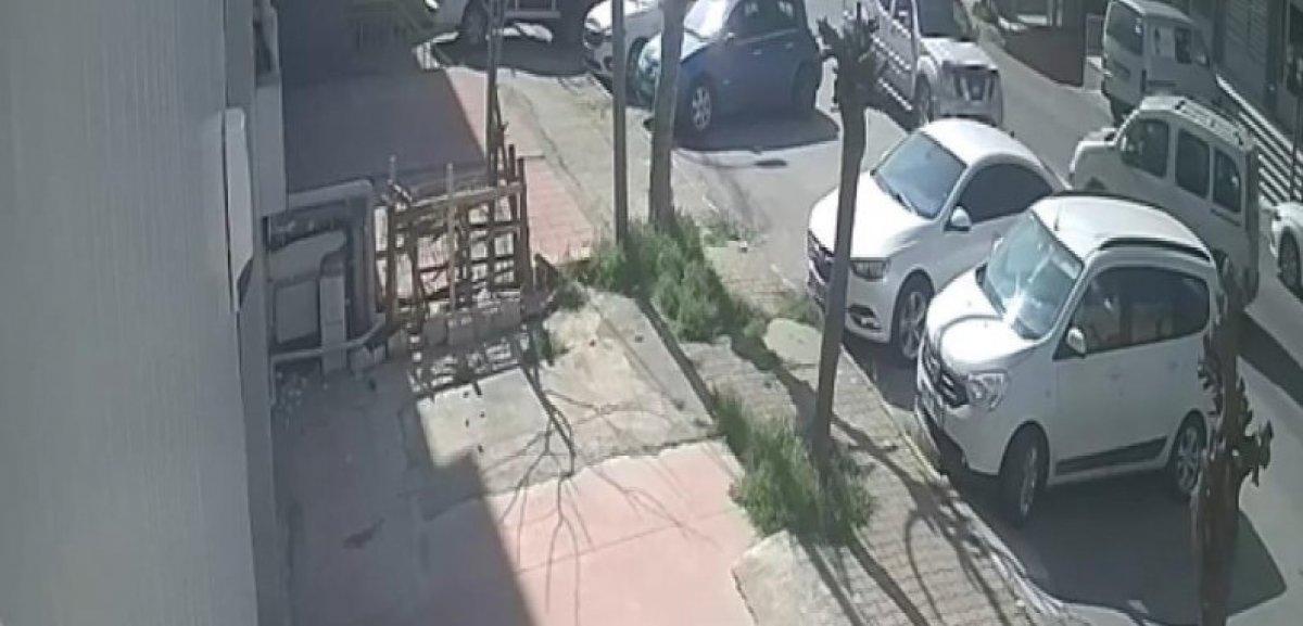 Ataşehir'de ilginç kaza: Yol vermedi, diğer araçlara çaptı #1