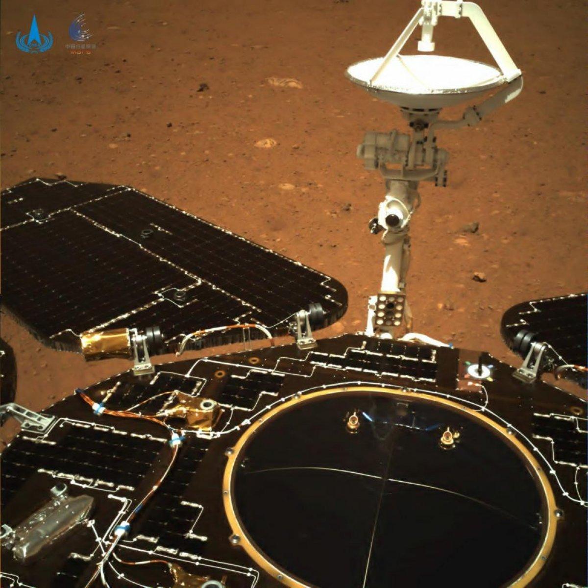 Çin, Mars keşif aracı Zhurong un çektiği ilk fotoğrafları yayınladı #1