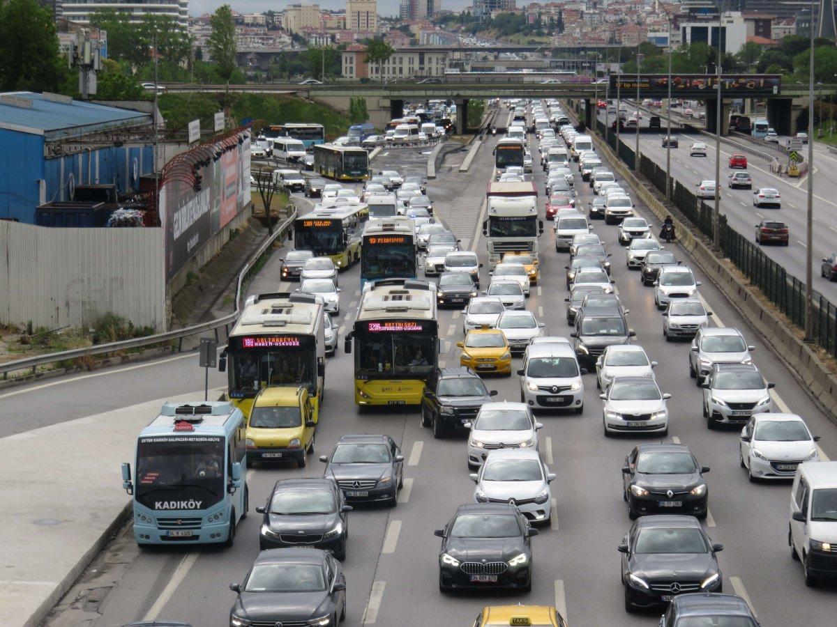 Hafta sonu kısıtlaması öncesi trafik yoğunluğu #3