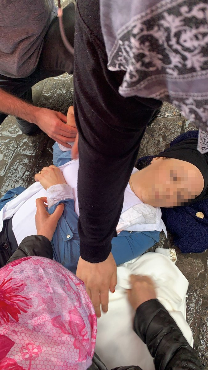 Beyoğlu nda eski eşinin saldırısına uğradı: Ağır yaralandı #1