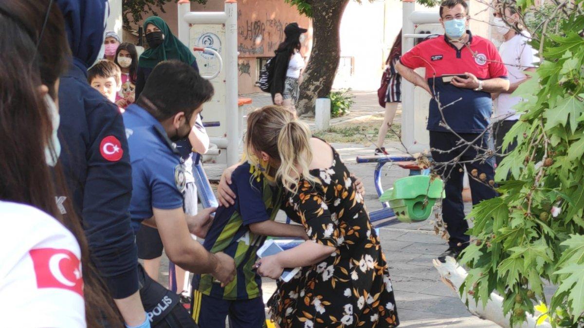 Denizli de üzerine ağaç devrilen çocuk iğneden korktuğu için ambulansa binmedi #2