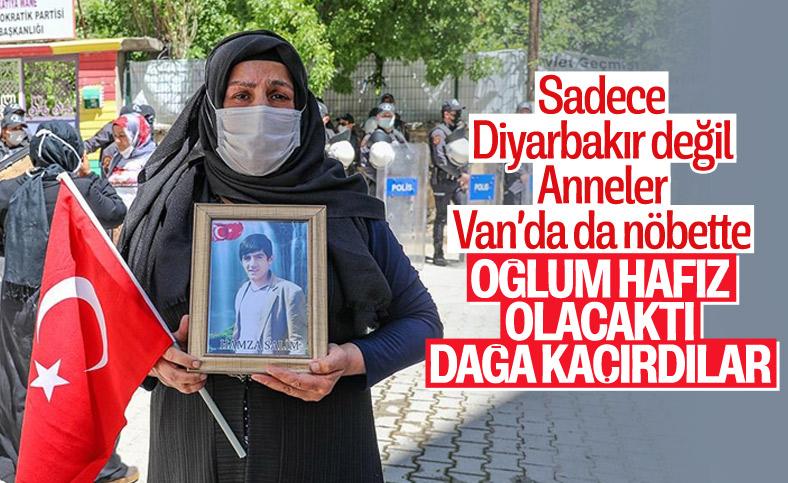 Vanlı ailelerin HDP binası önündeki nöbeti