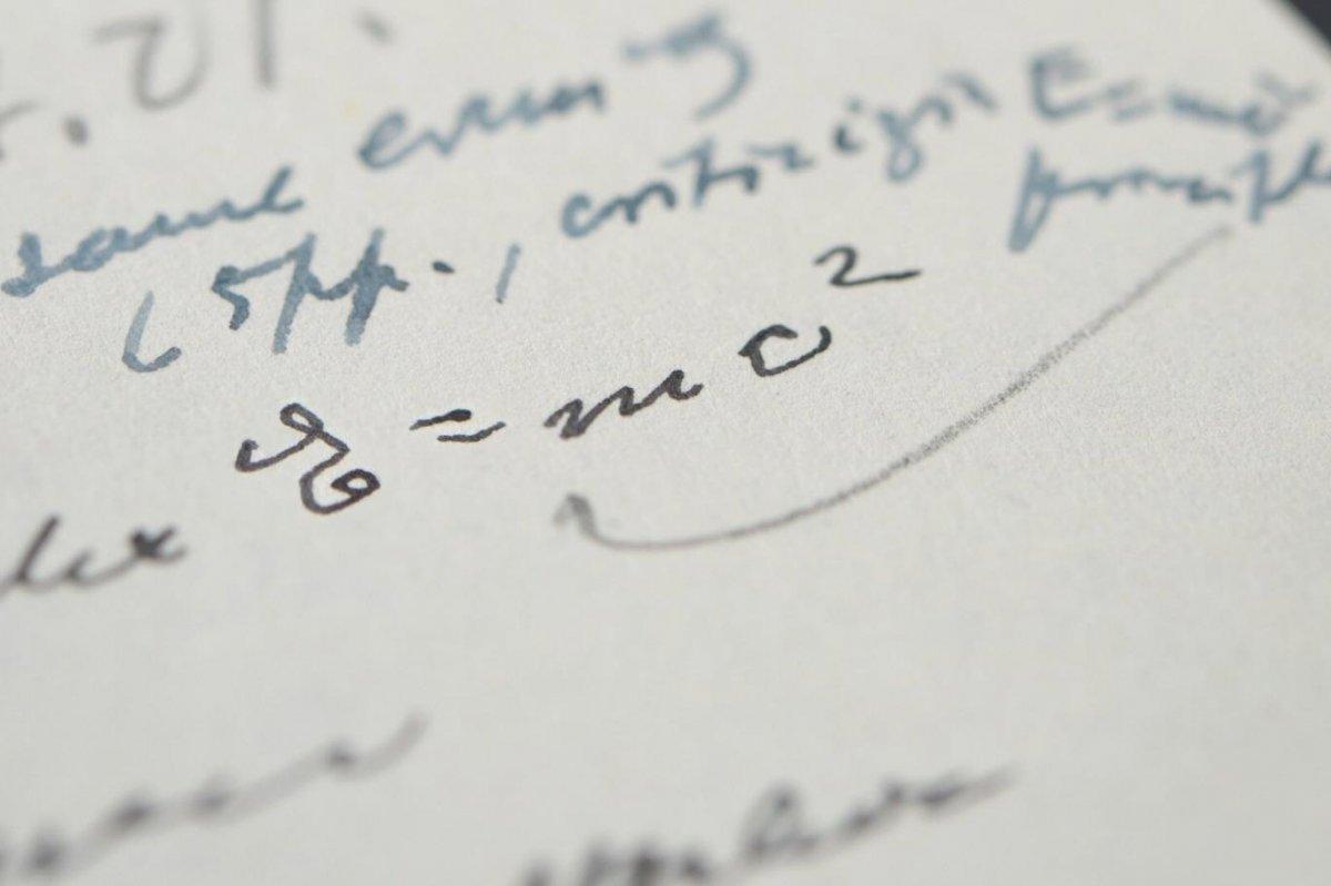 Einstein'ın el yazısı mektubu, 1.2 milyon dolara alıcı buldu #1