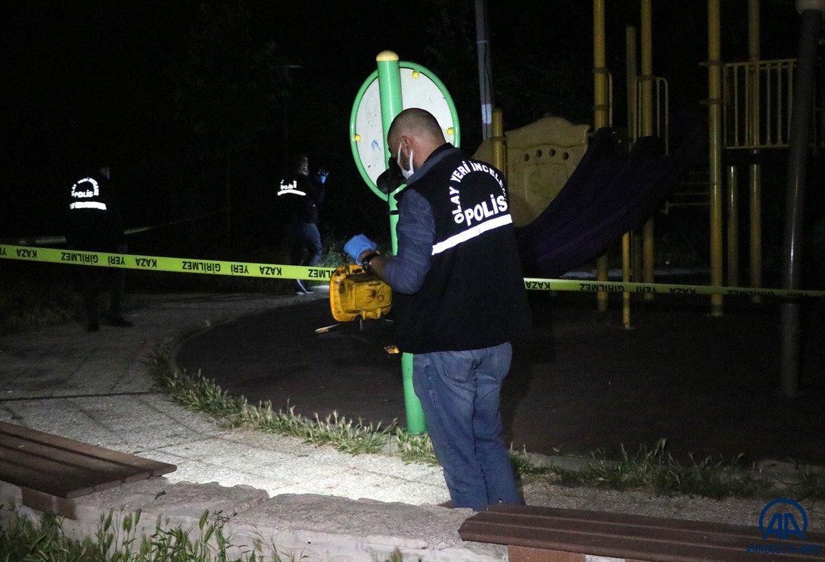 İzmir de parkta bıçaklı kavga: 1 ölü #3