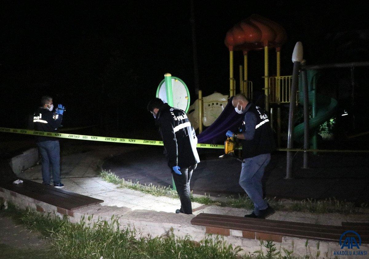 İzmir de parkta bıçaklı kavga: 1 ölü #2