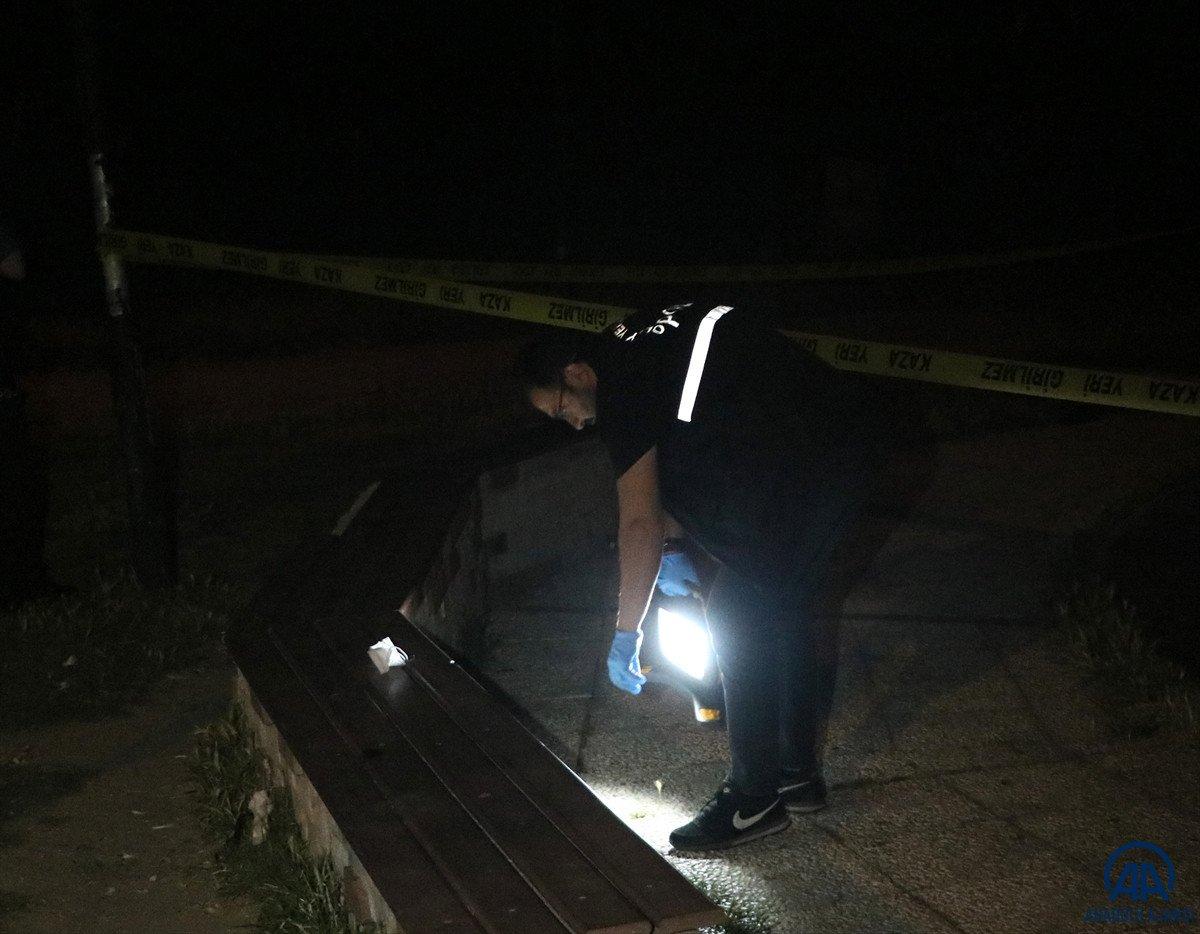 İzmir de parkta bıçaklı kavga: 1 ölü #1