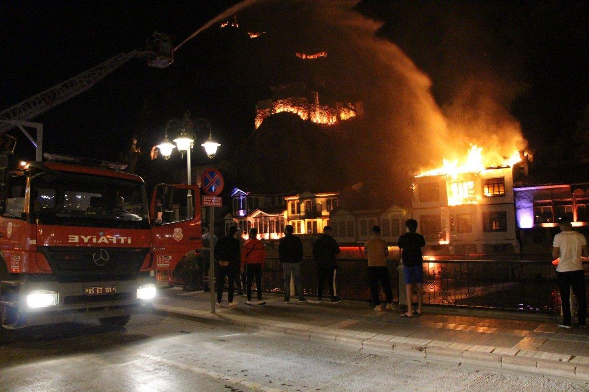 Amasya da otel olarak kullanılan tarihi konakta yangın çıktı #1