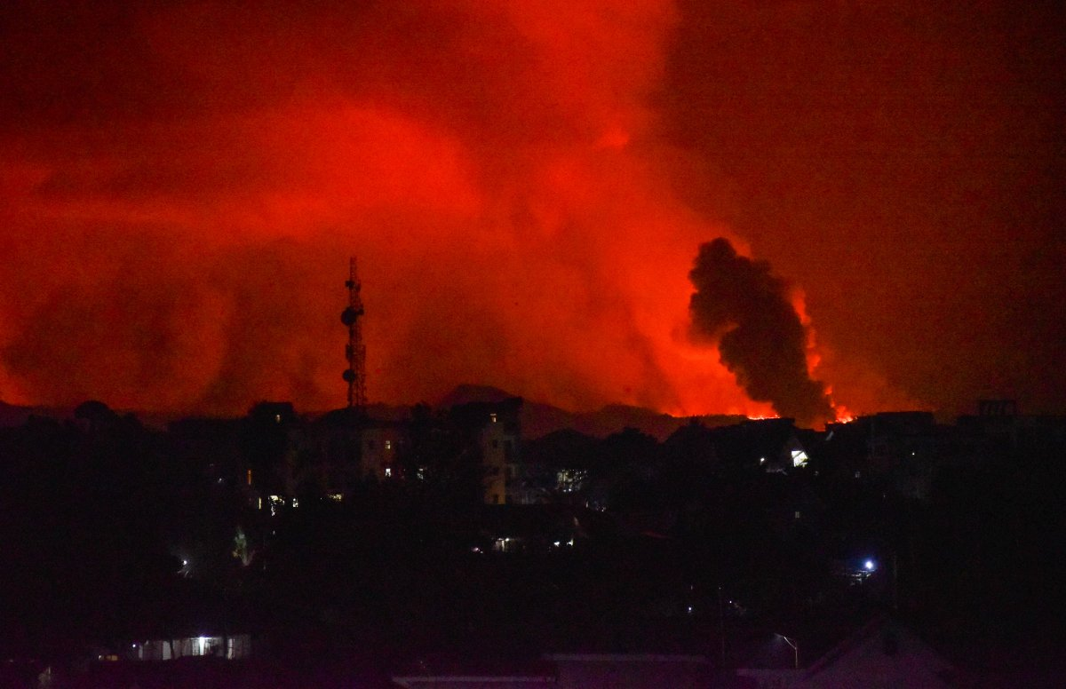 Kongo'da Afrika nın en aktif yanardağı Nyiragongo patladı #1