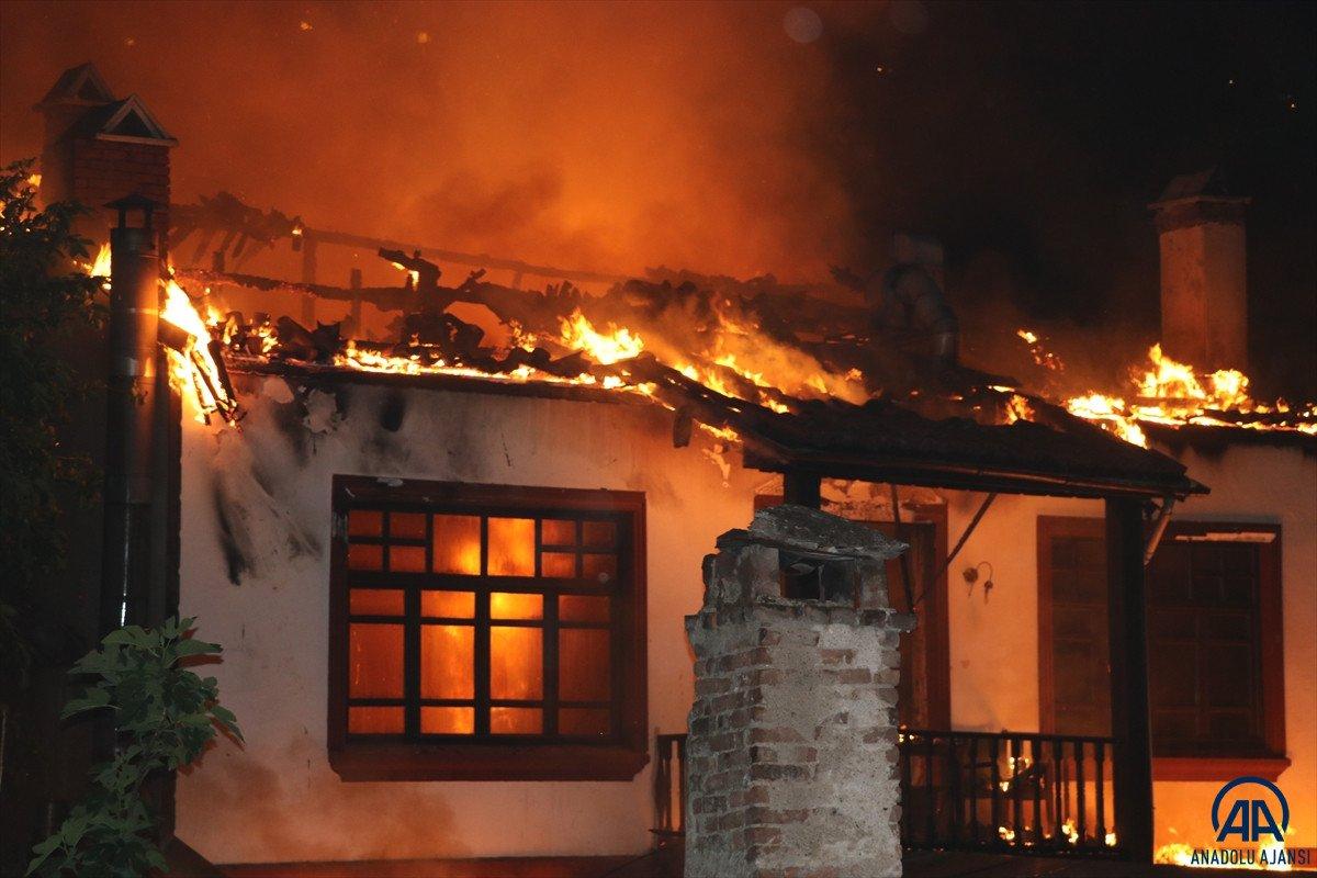 Amasya da otel olarak kullanılan tarihi konakta yangın çıktı #2