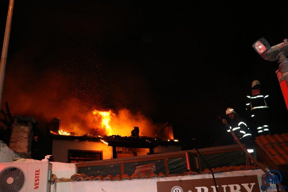 Amasya da otel olarak kullanılan tarihi konakta yangın çıktı #3
