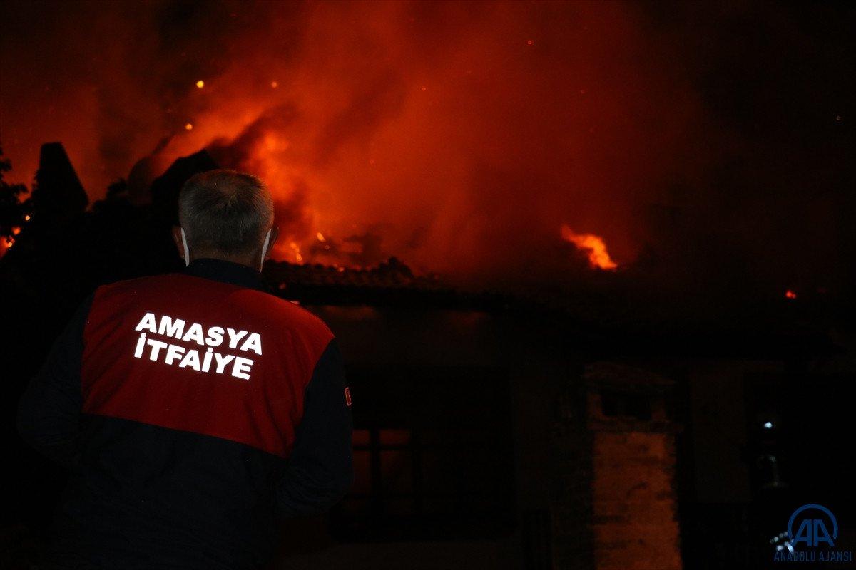 Amasya da otel olarak kullanılan tarihi konakta yangın çıktı #4