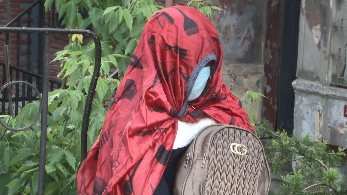 İstanbul da Afrikalı kadın 5 gündür oturduğu yerden kalkmıyor #4
