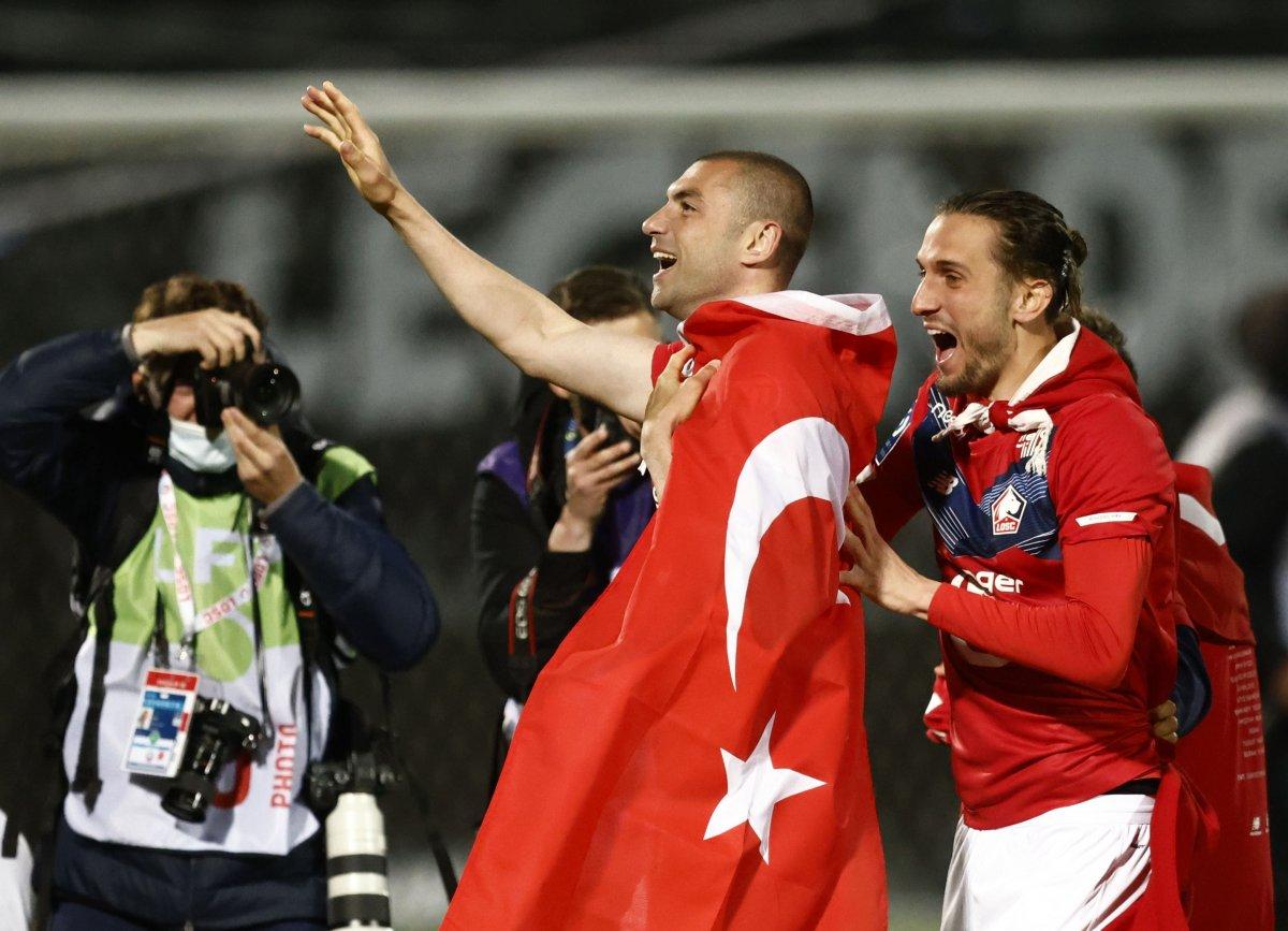 Fransa da Lille taraftarından  Türk bayraklı  şampiyonluk kutlaması #1