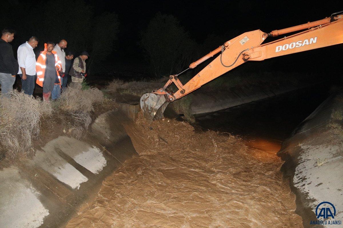 Iğdır da meydana gelen sel Türkiye - Nahçıvan yolunu kapattı #2