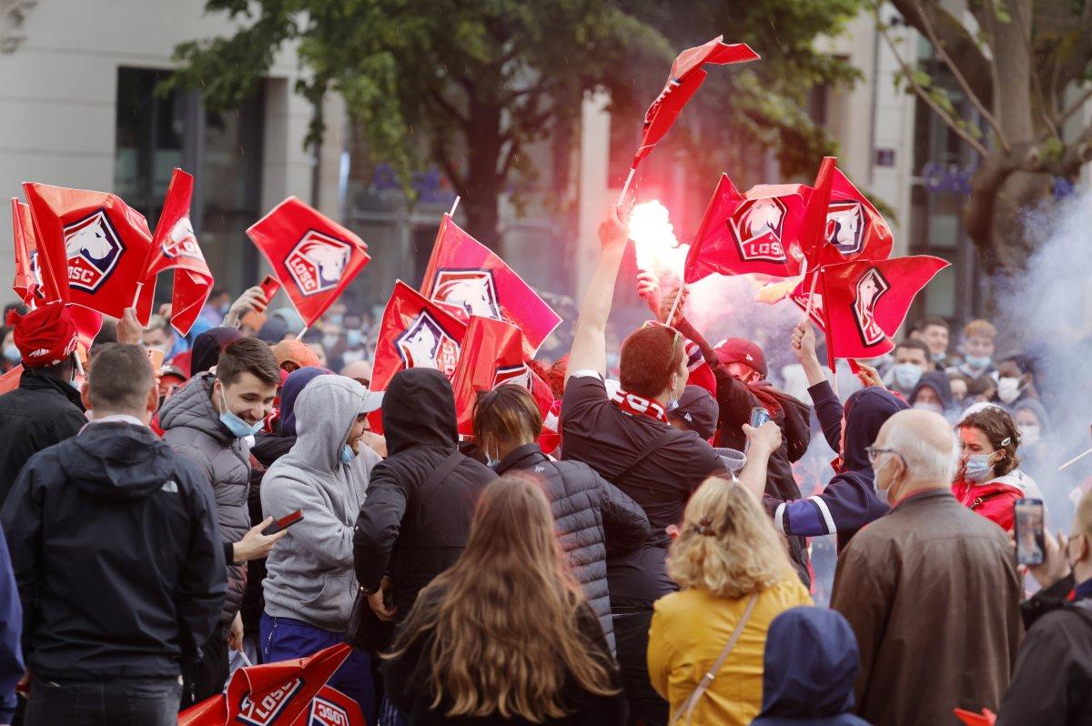 Lille şampiyonluk kupasını aldı #1