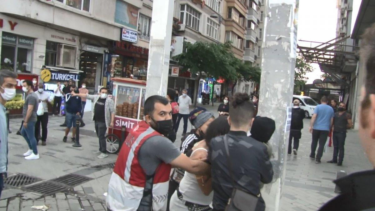 Taksim in ortasında soyunan Faslı kadın  #4
