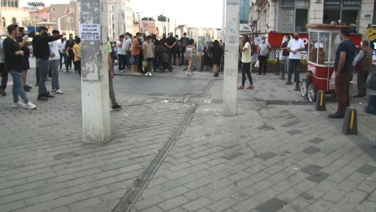 Taksim in ortasında soyunan Faslı kadın  #2