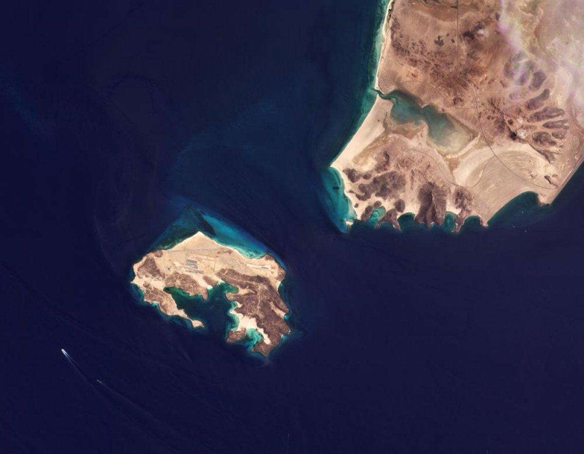 Yemen açıklarındaki adada hava üssü ortaya çıktı #3