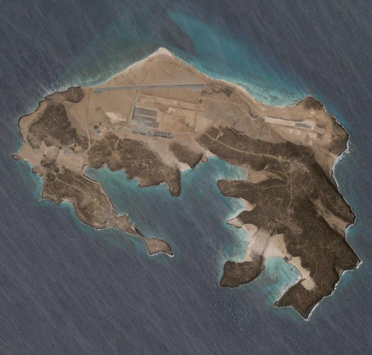 Yemen açıklarındaki adada hava üssü ortaya çıktı #2