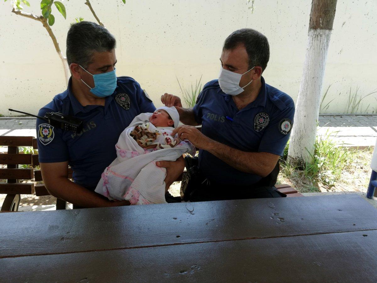 Adana da  Maviş  isimli bebeği terk etti #4