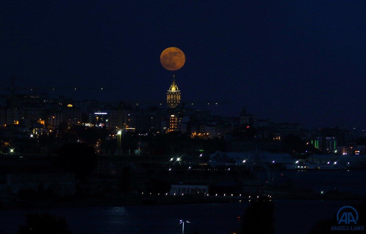 Süper Çiçek Kanlı Ay tutulması başladı #3