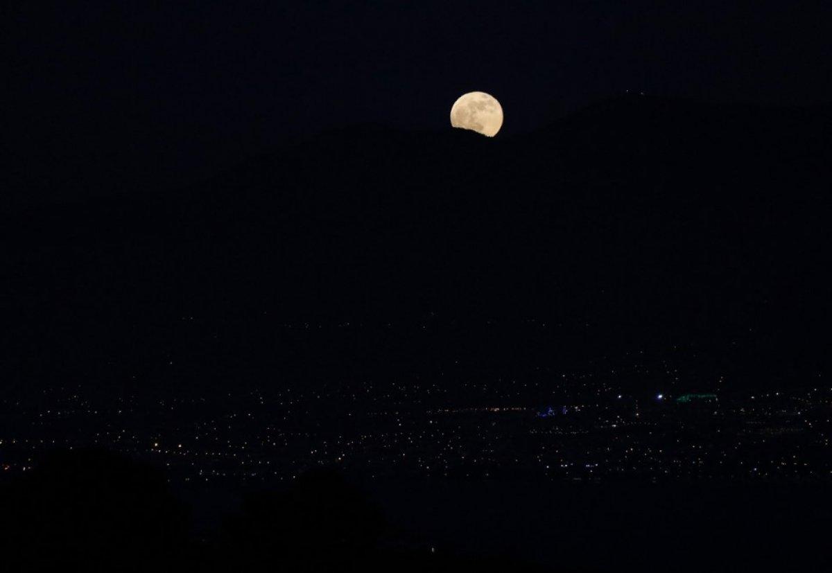 Süper Çiçek Kanlı Ay tutulması başladı #9