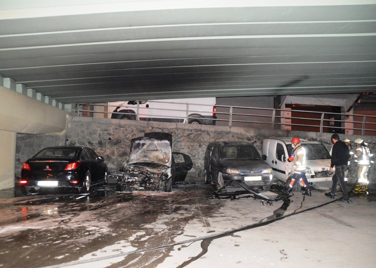 İstanbul da viyadük altında 4 otomobil yandı #3