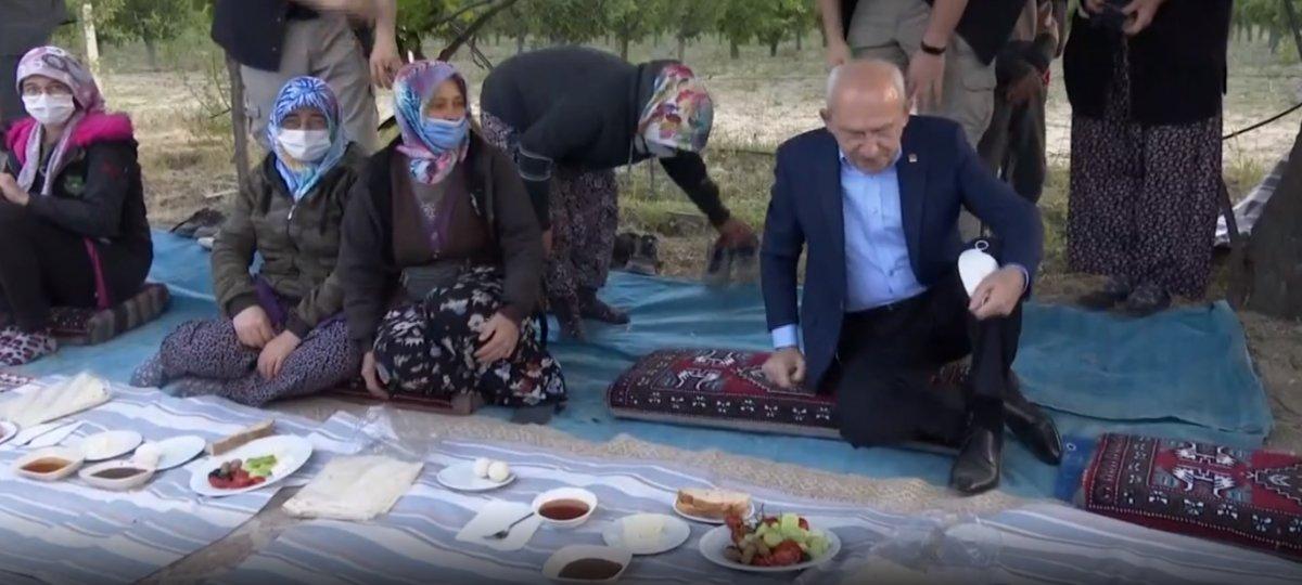 Kemal Kılıçdaroğlu, yer sofrasına ayakkabılarını çıkarmadan oturdu #1