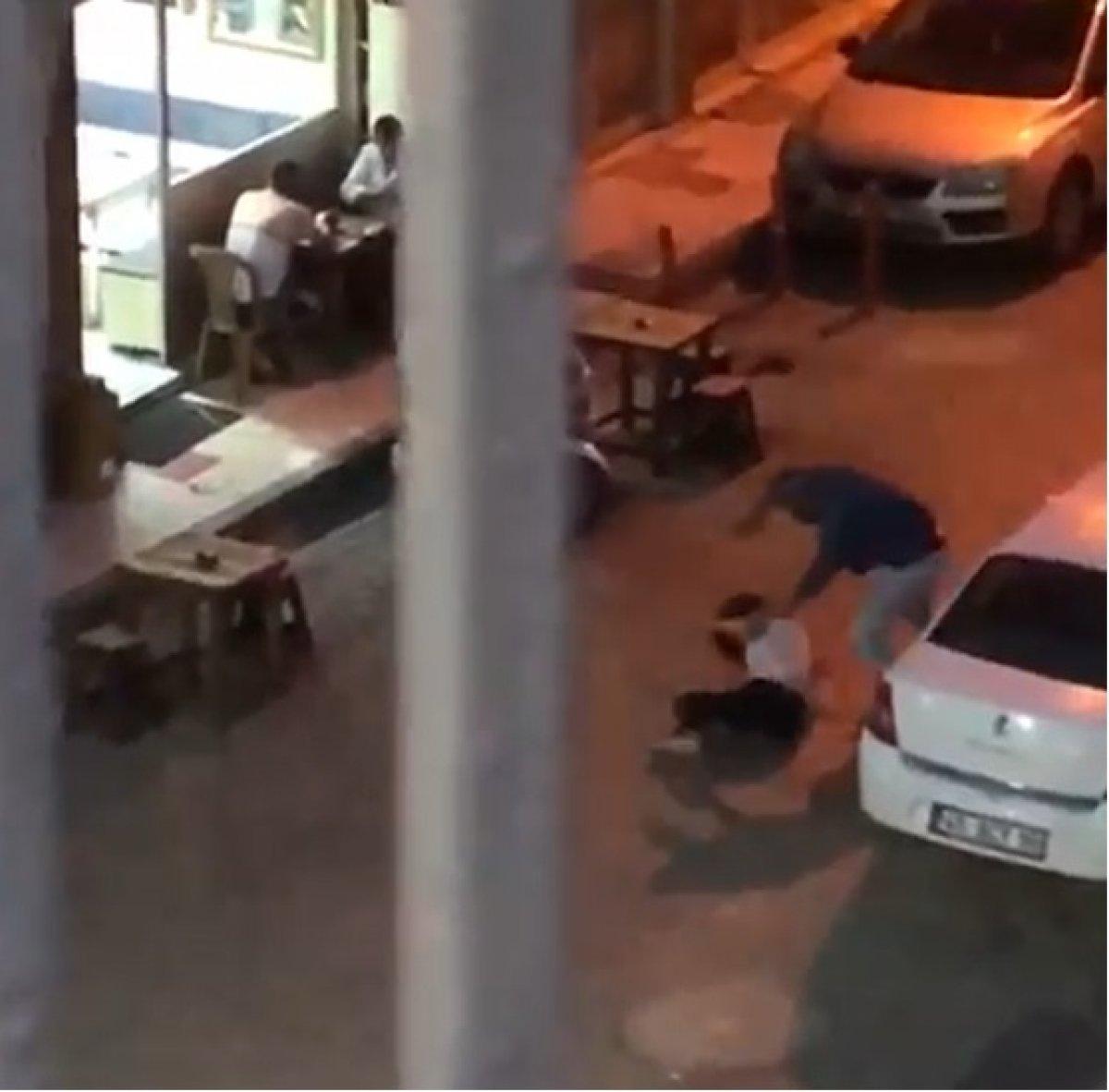 Manisa da sokak ortasında eski eşini darbetti #1