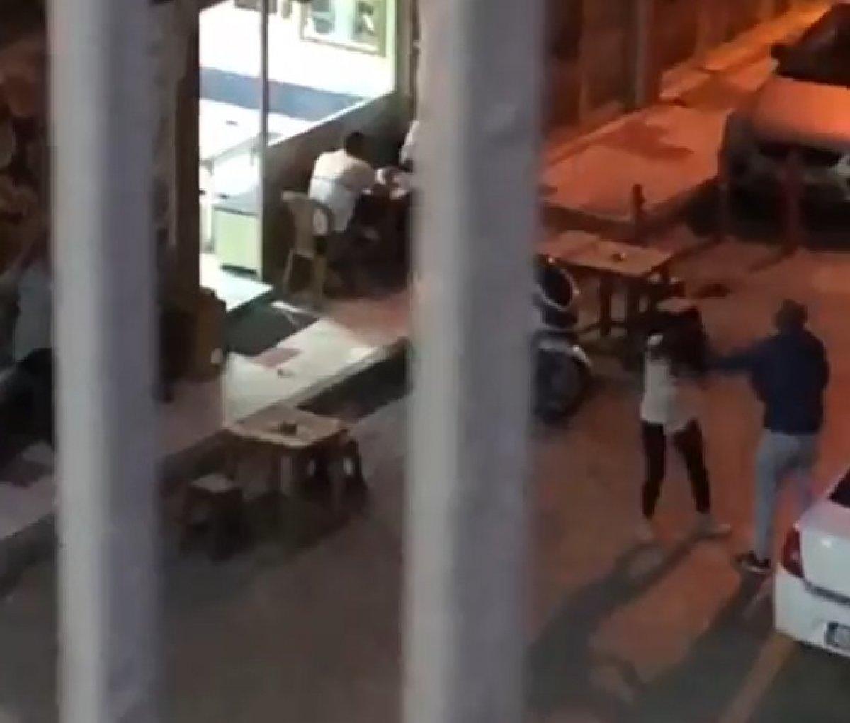Manisa da sokak ortasında eski eşini darbetti #2