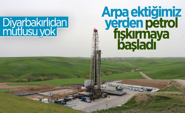 Diyarbakırlıların 'kuyu' sevinci: Arpa ektiğimiz yerden petrol fışkırdı