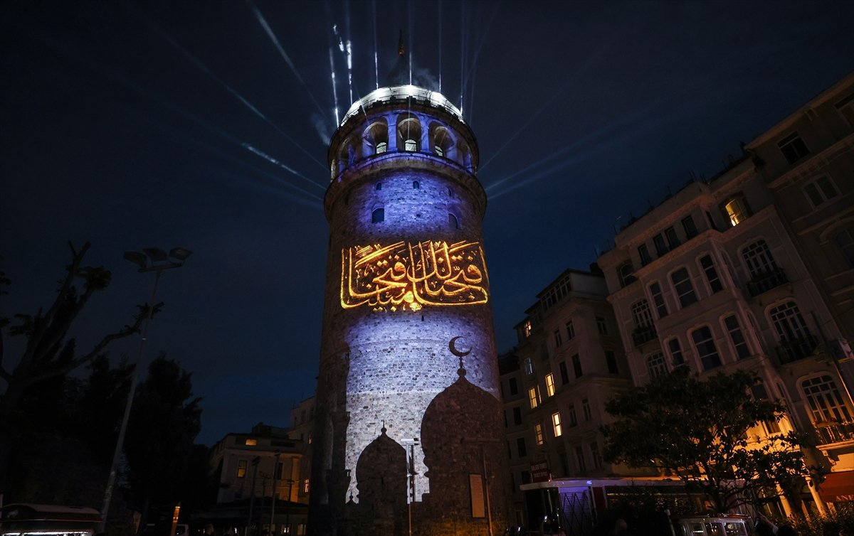Ayasofya Camii ve Galata Kulesi nde sky mapping gösterisi #10